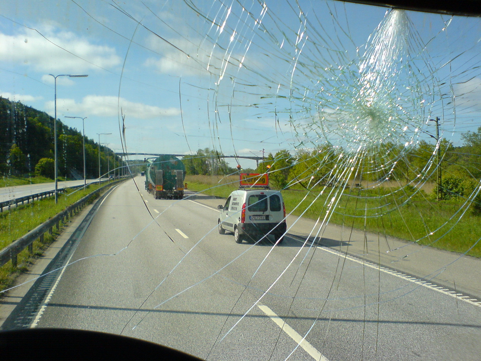 4 Things to Consider Before Replacing a Cracked Auto Glass in Houston, Texas